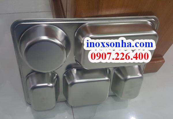 http://inoxsonha.com/upload/images/khay-5-ngan%20(2).jpg
